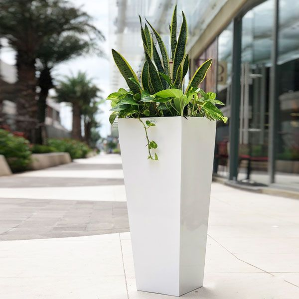 Composite Planter Cubico